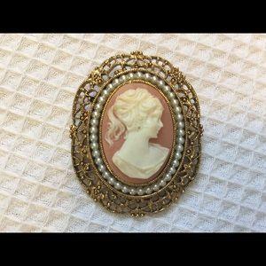 Gorgeous vintage cameo pin